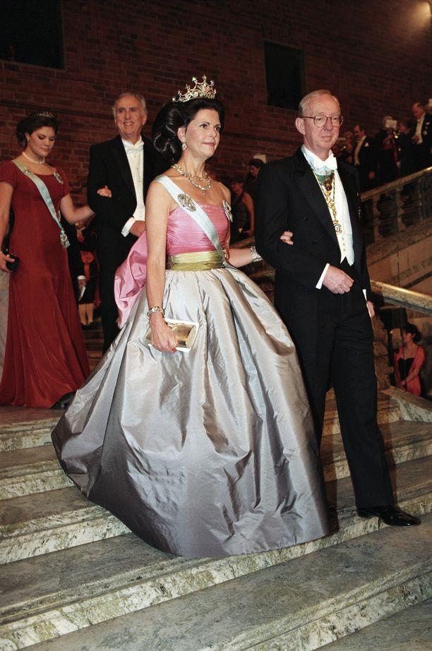 Kuningatar Silvia nähtiin samassa asussa vuonna 1995.