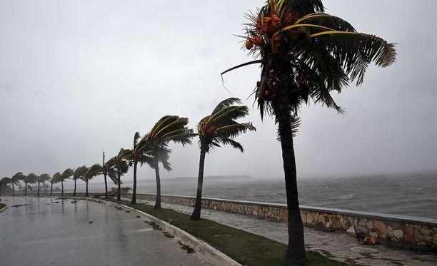 Floridaa ja Miamia lähestyvä Irma on voimistunut takaisin neloskategorian hurrikaaniksi.