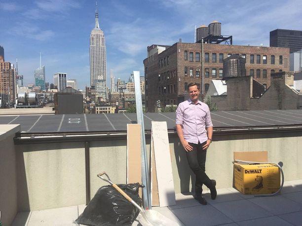 Reaktorin toimiston parvekkeelta on näköyhteys Empire State Buildingille.