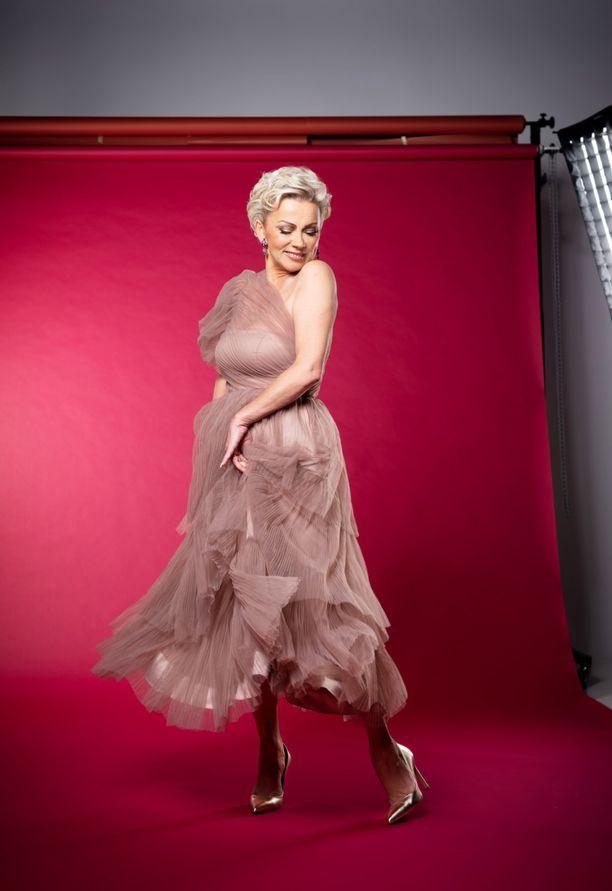 Helena Ahti-Hallberg elää ja hengittää tanssia.