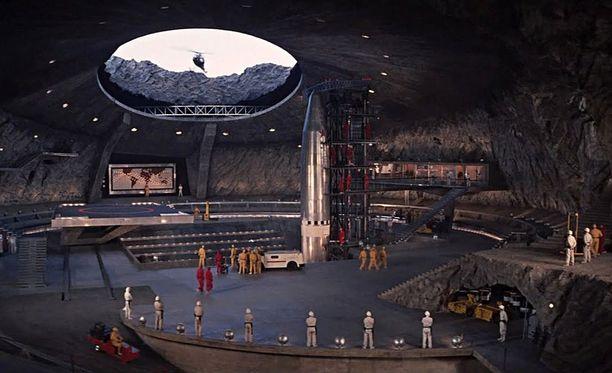 Elokuvassa Shinmoedake-tulivuoren sisällä oli Blofeldin rakettikeskus.