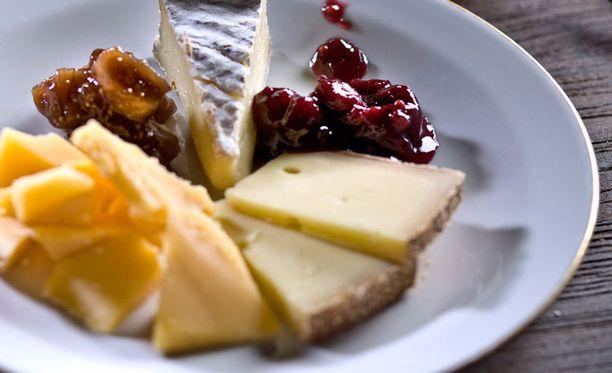 Yksi joulupöydän närästäjä on juustot. Närästys on ikävää, mutta omilla valinnoilla voi siihen myös vaikuttaa.
