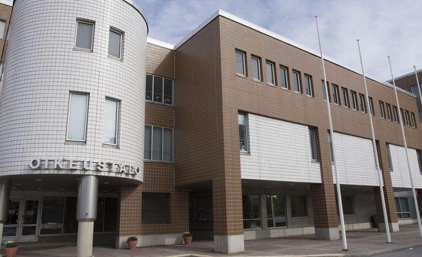 Oulun käräjäoikeus tuomitsi miehen kahden vuoden ehdottomaan vankeuteen törkeästä ihmiskaupasta.