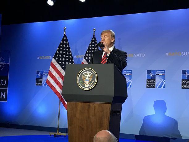 Yhdysvaltain presidentti Donald Trump puhui medialle Brysselissä.