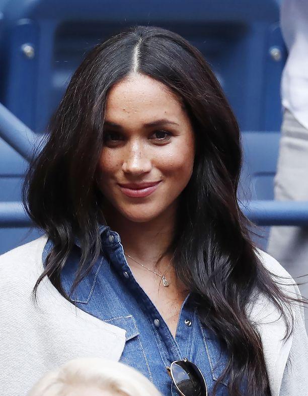 Herttuatar Meghan osallistui viikonloppuna US Open -tennisturnaukseen, jossa hän kannusti ystäväänsä Serena Williamsia.
