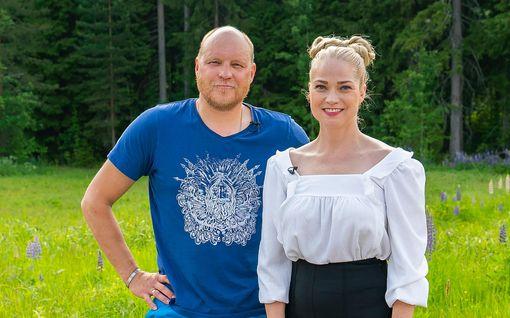 """Olet mitä syöt: Kalle Palander ja Pippa Laukka ottavat yhteen jääkaapilla, entinen huippu-urheilija turvautuu lonkeroon: """"Älä nyt huuda mulle!"""""""