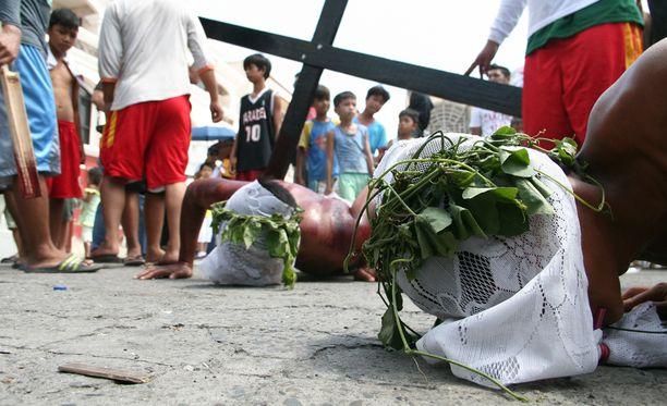 Katolinen kirkko on ilmoittanut paheksuvansa verisiä rituaaleja. Kirkon mukaan fanaattiset teot voivat viedä merkityksen paastolta.