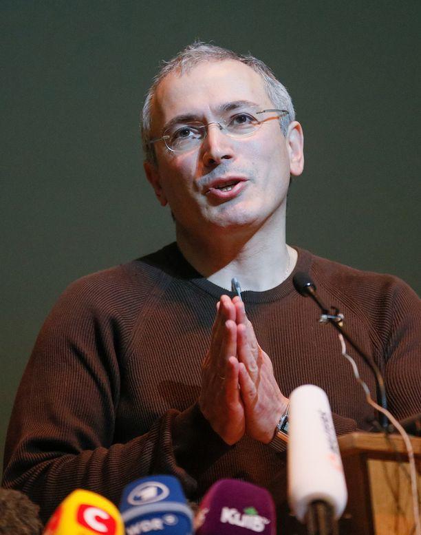 - Putin ei ole ainoa, joka pitää korvata. Koko järjestelmä pitää muuttaa, Hodorkovski vaati.