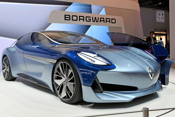 Viisi metriä pitkä ja liki kaksi metriä leveä urheiluauton prototyyppi Borgward Isabella.