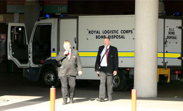 Old Traffordille saapui pommiasiantuntijoita.