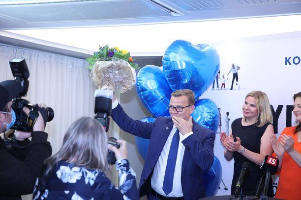Kokoomuksen puheenjohtaja Petteri Orpo oli sunnuntaina tyytyväinen mies.