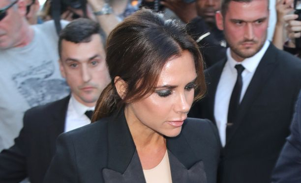 Victoria Beckhamilla on riittänyt pyöritystä Lontoon muotiviikoilla.