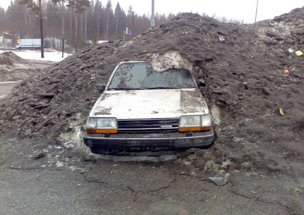 """""""Tulisipa jo kevät, niin saisi auton parkista..."""""""