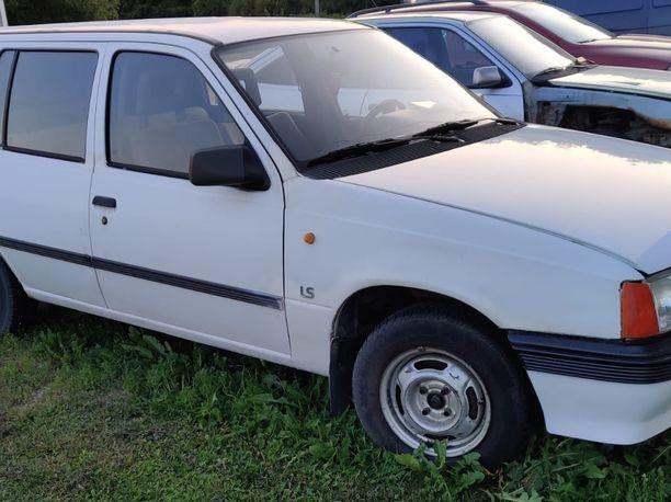 Vuosimallia 1988 oleva Opel Kadett näyttää päällisin puolin ihan kelpo ajopeliltä.