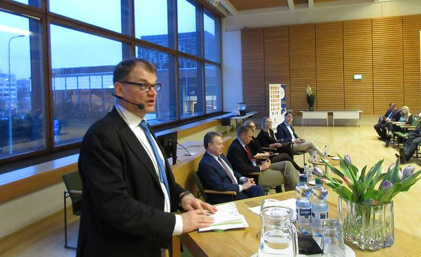 Sipilä osallistui paneelikeskusteluun ja kommentoi EU:n asioita.