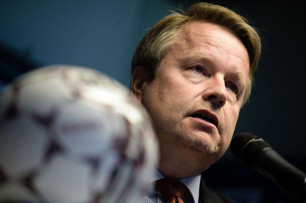 Veikkausliigan puheenjohtaja Matti Apunen toivoo kaikilta ymmärrystä vaikeaan tilanteeseen.