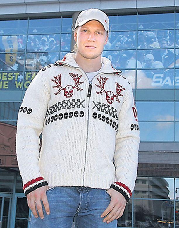Toni Lydman isännöi Buffalon kotihallissa HSBC Areenalla – ja vähän vierasotteluissakin.