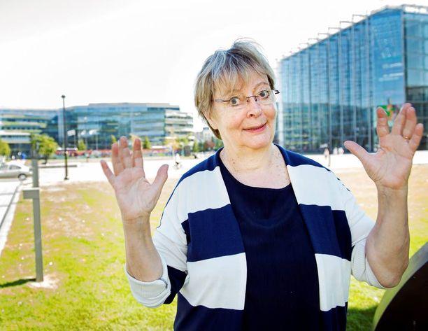 Liisa Jaakonsaari viettää myös syntymäpäivänsä töitä tehden. - Brysselissä käsitellään tiistaina kaksi raporttiani.