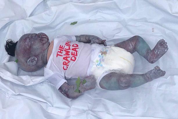 Poliisi puolustautui sanomalla, että nukke oli hyvin realistinen.