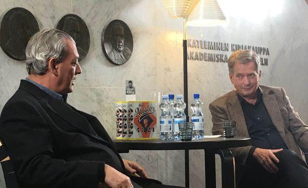 Sauli Niinistö ja Paul Auster vetivät Akateemisen kirjakaupan täyteen.