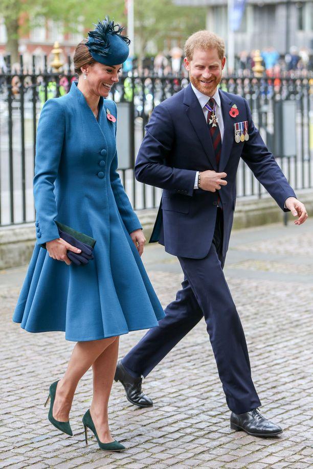 Catherinella ja Harryllä näytti olevan keskenään hauskaa.
