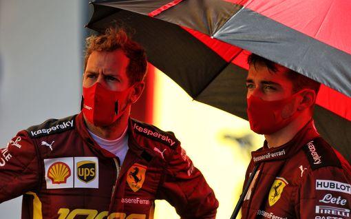 """Sebastian Vetteliltä rajuja vihjauksia Ferrarista: """"Olenko täysi idiootti?"""""""