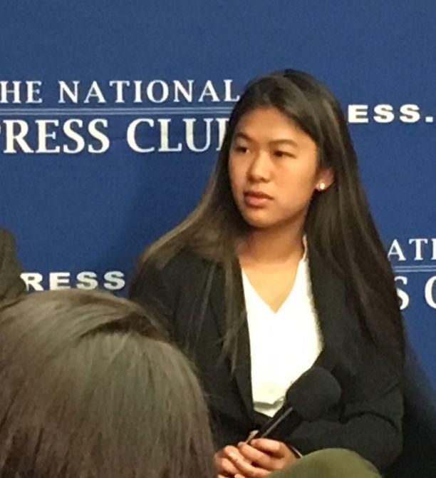 Suzanna Barna koki kouluampumisen Marjory Stoneman Douglas High Schoolissa henkilökohtaisesti. Häiriköt netissä väittivät, että hän ja muut oppilaat valehtelivat ampumisesta ja näyttelivät.