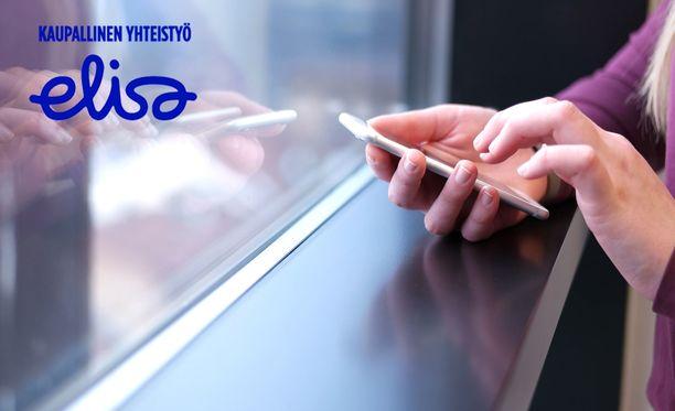 Puhelimen käyttöjärjestelmän päivitykset kannattaa asentaa, kun niitä on tarjolla.