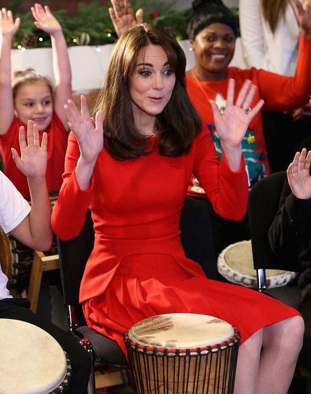 Herttuatar tempautui musiikin vietäväksi.
