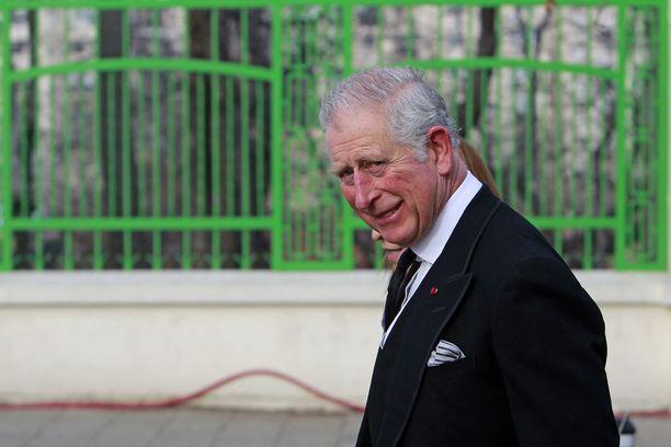 Prinssi Charlesin ja prinsessa Dianan avioliitto päättyi eroon pettämisskandaalien myötä.