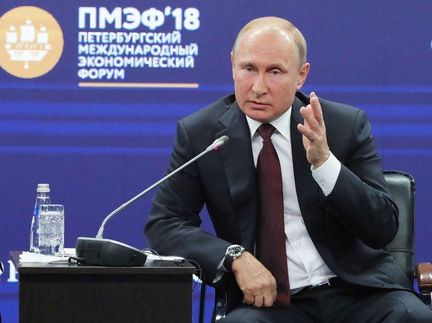 Venäjän presidentti Vladimir Putin varoittaa länsimaita sekaantumasta liikaa Venäjän asioihin.