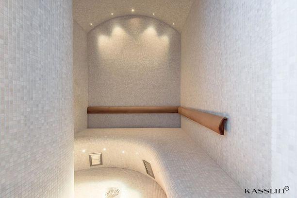 Höyrysauna on samaa tyyliä kuin monissa kylpylöissä.
