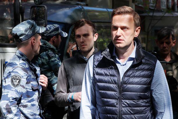 Aleksandr Navalnyi kehottaa ihmisiä kaduille.