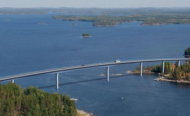 Suomen siltatilanteessa on paljon parantamisen varaa. Kuvituskuva Vekaransalmen sillasta.