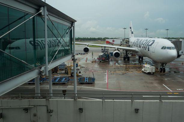Koneessa oli alun perin yksi vessa tukossa. Kuvituskuvassa Finnairin kone Singaporen Changin kentällä.