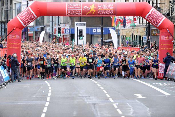 Cardiffin puolimaratonille osallistui lähes 20 000 juoksijaa.