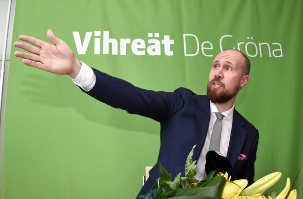 Vihreiden Touko Aalto vasta valittuna puheenjohtajana Tampereella kesäkuussa 2017.