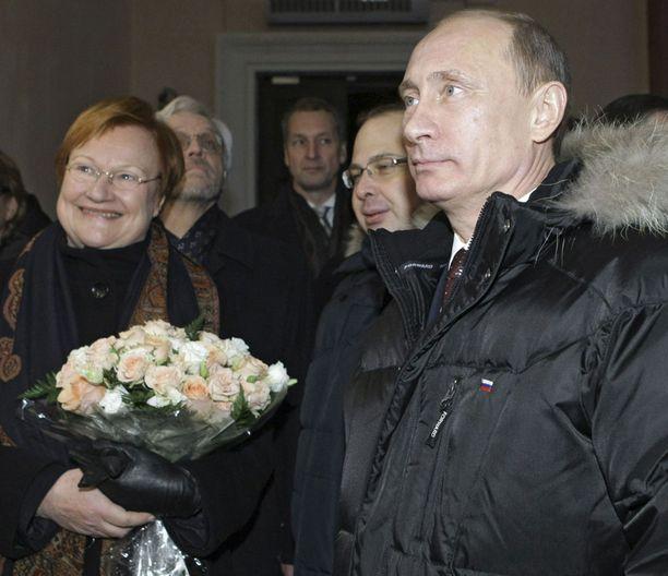 Presidentti Halonen ja pääministeri Putin matkustivat eilen yhdessä Viipurista Pietariin uudella Allegro-junalla.