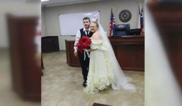 Harley ja Rhiannon aikoivat juhlia kunnolla avioitumistaan vasta joulukuussa.