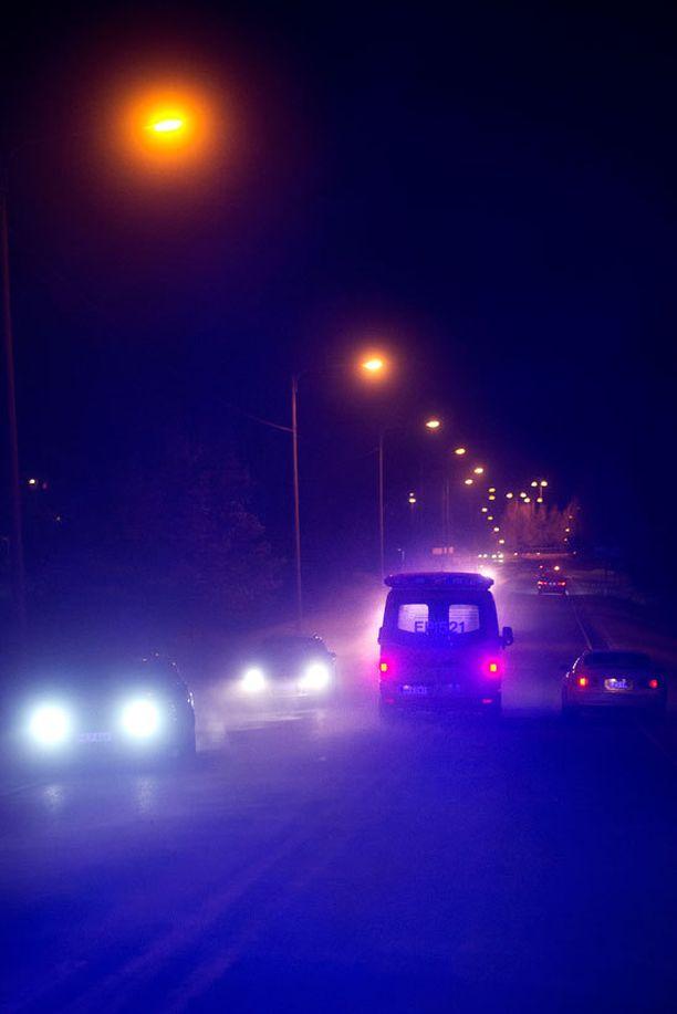 Humalainen mies uhkaili hoitajat ulos ambulanssista ja lähti ajamaan. Kuva ei liity tapaukseen.