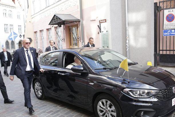 Paavi liikkui Tallinnassa Fiatilla.
