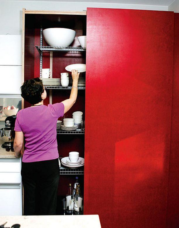 Heinosen talon sisustuksessa on käytetty rohkeasti värejä