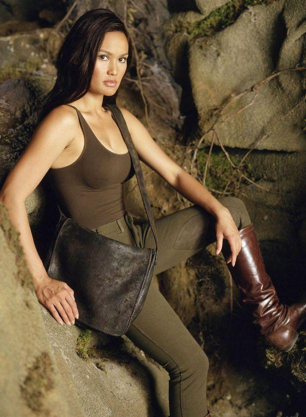 Sydney Fox metsästi sarjassa aarteita ympäri maailman.