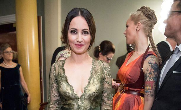 Jaana Pelkonen sanoo Me Naisissa toivovansa, että hänen tyttärestään tulee häntä itseään sosiaalisempi.