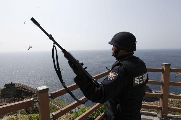 Kiistellyillä saarilla on pysyvä vartio-osasto.