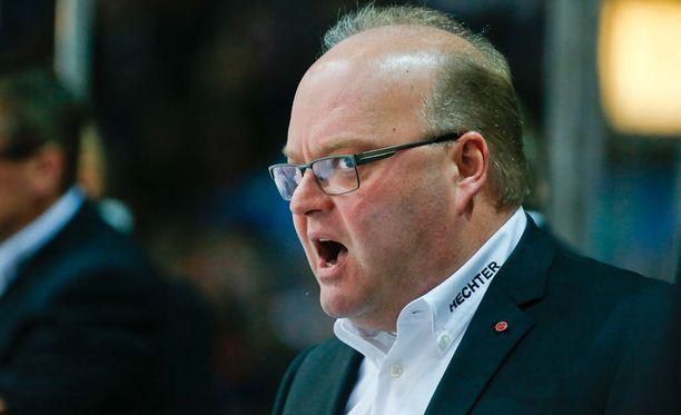 Pasi Arvonen ei jatka enää HPK:n päävalmentajana.