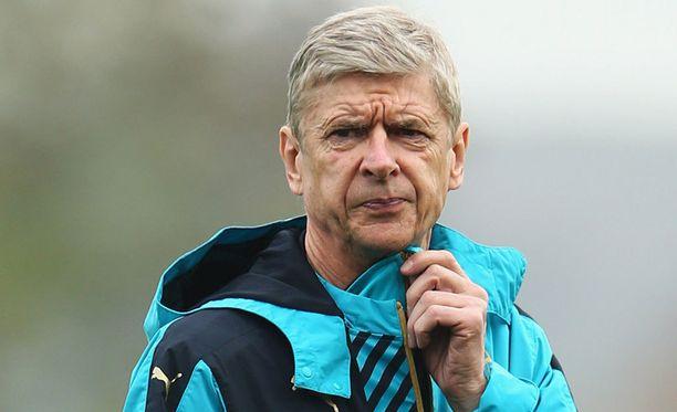 Arsene Wenger painii jälleen loukkaantumissuman keskellä.