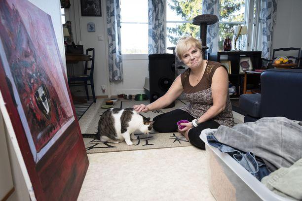 Annu ja hänen kissansa Nuuskamuikkunen.