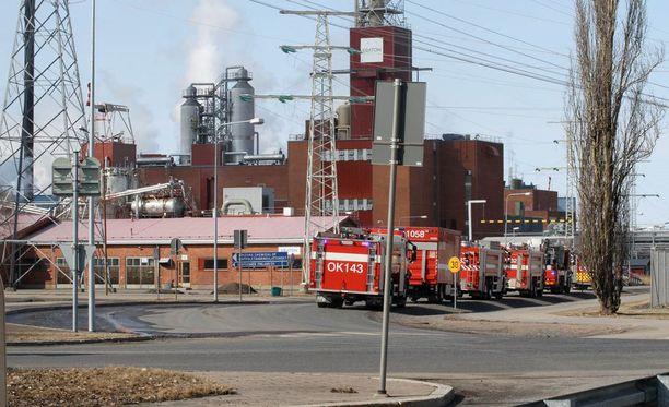 Vetyräjähdys on tapahtunut Akzo Nobel -nimisen yrityksen reaktoritornissa.