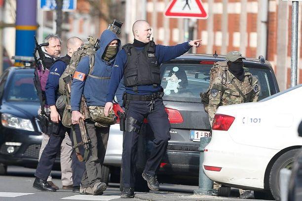 Belgiassa oli perjantaina suuroperaatio, jonka yhteydessä Pariisin terrori-iskusta epäilty Salah Abdeslam otettiin kiinni.